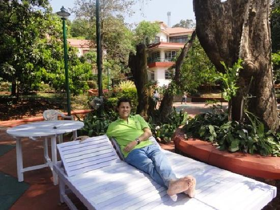 Usha Ascot Hotel: Relaxing near the pool and waiting for lunch
