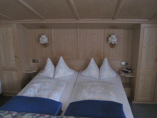 Hotel-Gasthof Sonneck: The bed