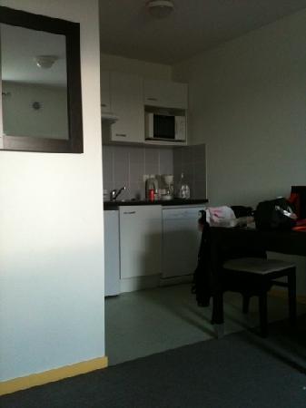 Nemea Appart'hotel Residence Saint-Martin : kitchenette