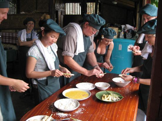 Tum Tum Cheng: stuffing lemon grass was hard work