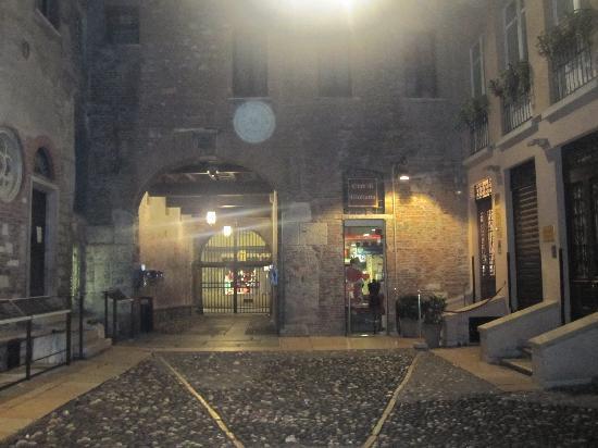 Il Sogno di Giulietta: Ingresso dell'albergo