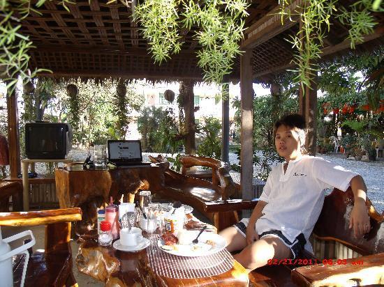 Apartelle de Francesca : having free breakfast