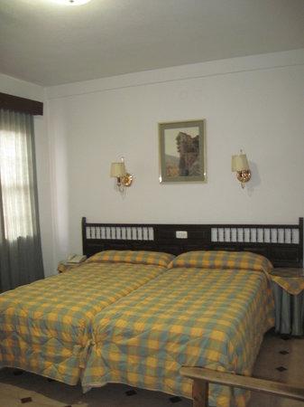 Hostal Avenida : Room 2 - Hab.2