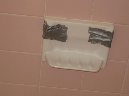 Fisher Inn Resort & Marina: Duck tape securing soap dish to wall