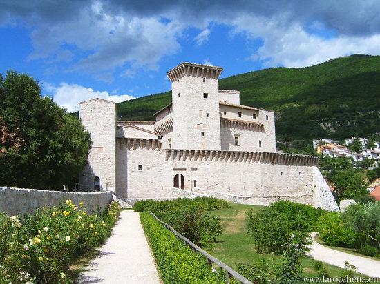 Gualdo Tadino, Italy: La Rocca Flea e il suo parco.