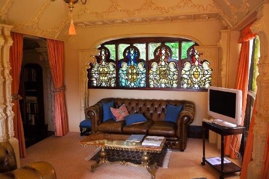 Thorngrove Manor Hotel: The sitting area of the Queen's Chamber Suite