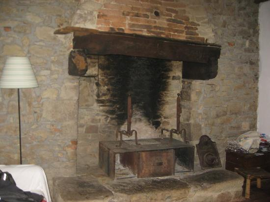 Novole: Fireplace at the Cottage