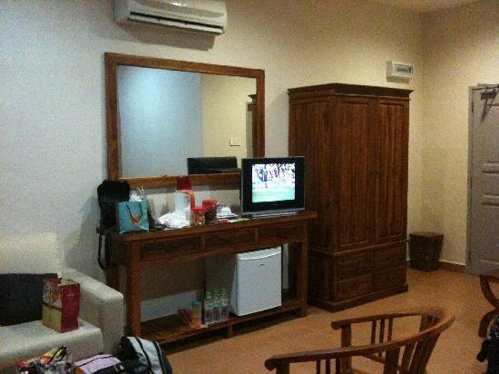 Hotel Impian Morib: fridge & tv in each room
