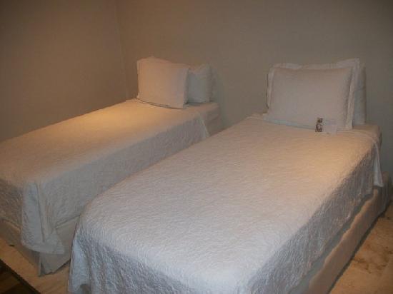 El Taj Oceanfront & Beachside Condos Hotel: Twin bedroom