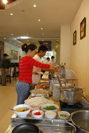 Vesna Hotel: Buffet Breakfast