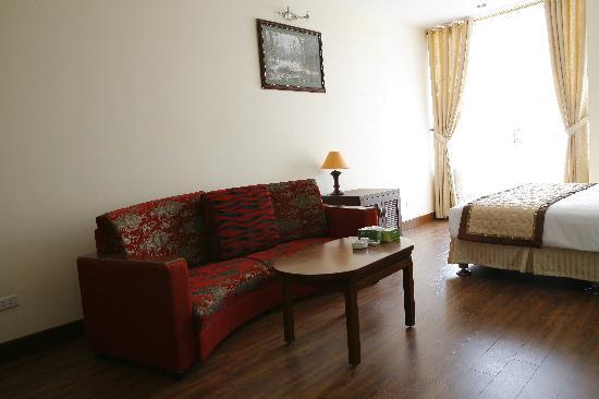 Vesna Hotel: Sofa in Suite