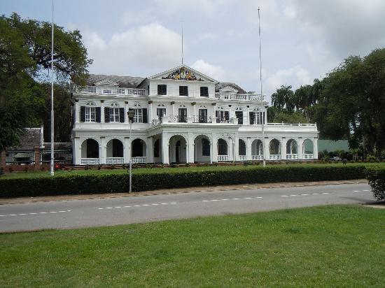 Hotel La Petite Maison: buurman1