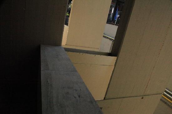 โรงแรมคาดินัลเซนต์ปีเตอร์: Unfinished work on the balcony.