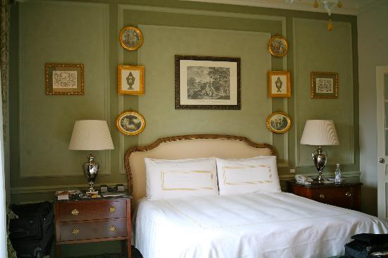 Four Seasons Hotel Firenze: king sized bed
