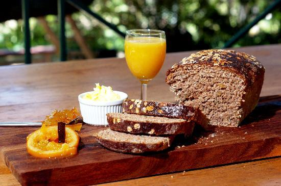 Olifantsrus Farm Guest House: Breakfast on the patio
