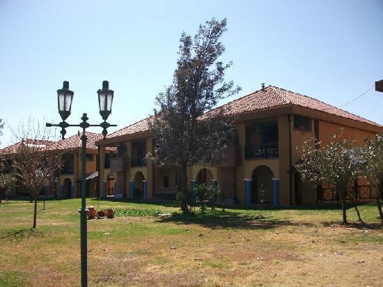 Tarija, Bolivia: Vista de los jardines (un tanto descuidados)