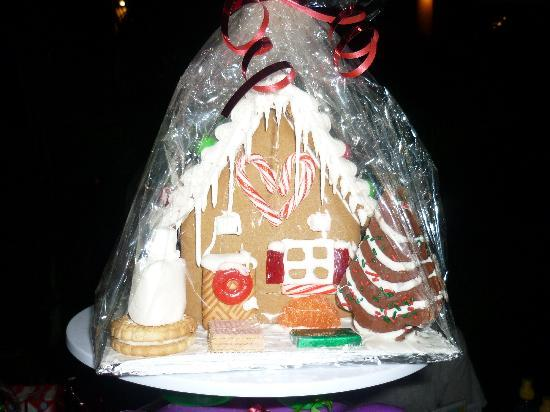Kika's Caribbean Creamery: gingerbread house by paul