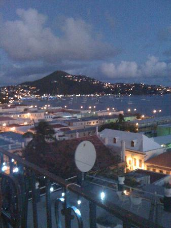 Miller Manor Guest House: Great night time view