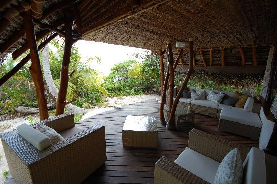 Tikehau Ninamu Resort : Private deck