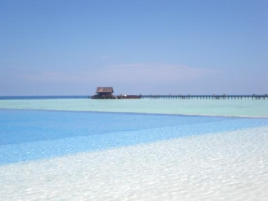 Olhuveli Beach Spa Maldives Infinity Pool