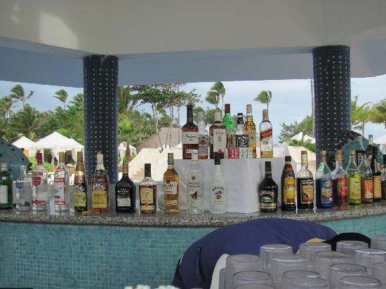 Iberostar Grand Hotel Bavaro: Bar (ask for crown!)