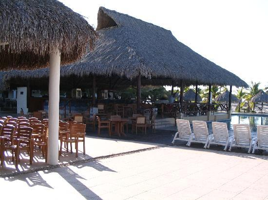 Hotel Playa Blanca Beach Resort : Bar de la piscine