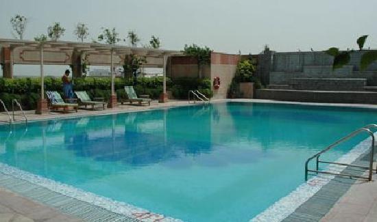 ذا بريستول هوتل: Relaxing Pool