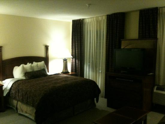 Staybridge Suites Albuquerque - Airport: Bed Area