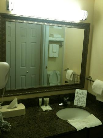 Staybridge Suites Albuquerque - Airport: Vanity Area