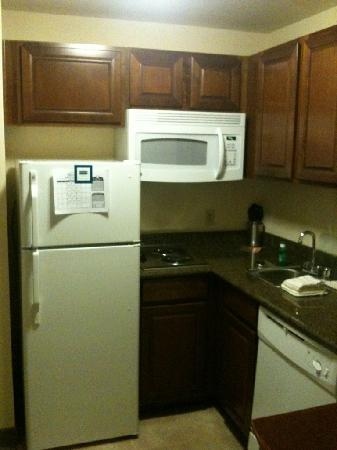 Staybridge Suites Albuquerque - Airport: Kitchenette