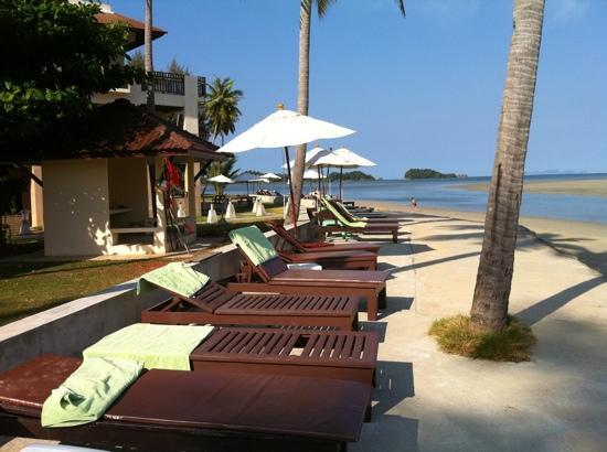 Lanta All Seasons Beach Resort & Spa Image