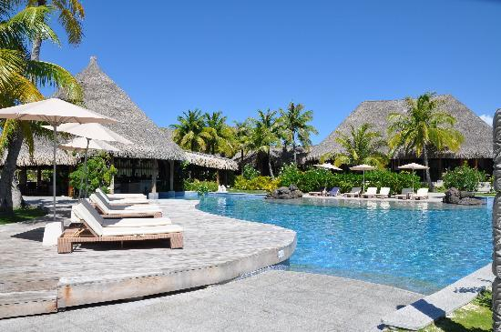 The St. Regis Bora Bora Resort: Pool area