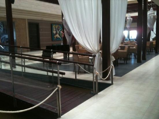 Hotel  Arenas del Mar: Lobby/seating area.