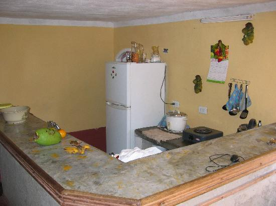 Hostal La Roca: kitchen