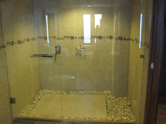 Arissara House: Bathroom1