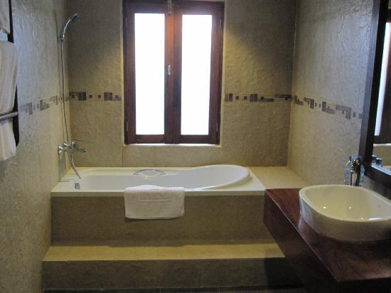 Arissara House: Bathroom2