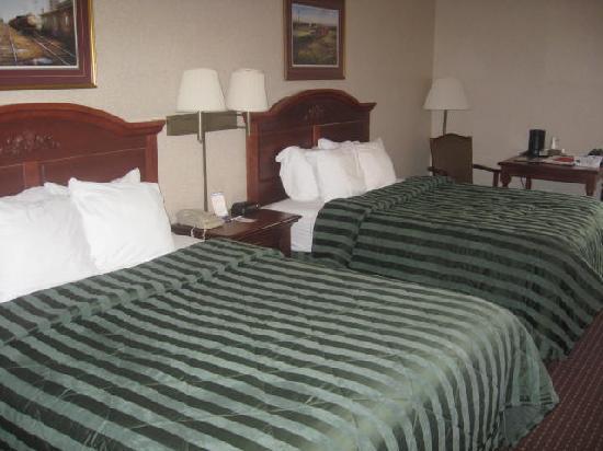 Comfort Inn Warrensburg Station: double beds