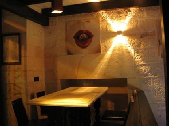 Cellar Irish Pub: L'arredamento