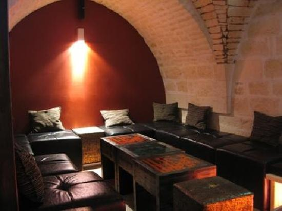 Cellar Irish Pub: L'arredamento 9