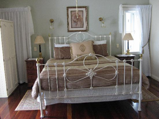 Amore Bed and Breakfast: Doulton room