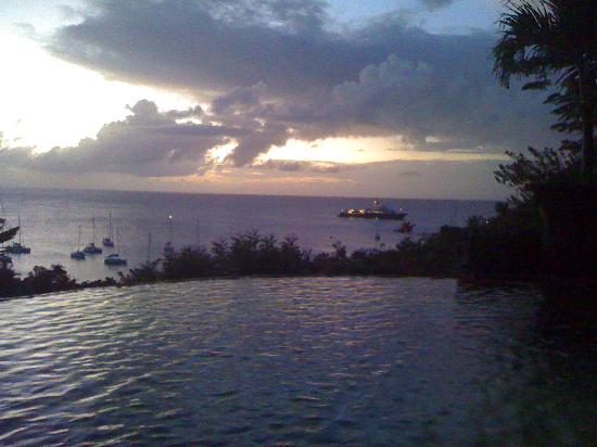 Mustique: Sunset view