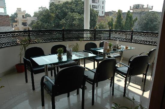 Hotel Gupta Inn: terrasa