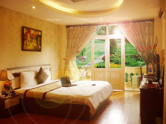 Hanoi Royal 3 Hotel: Family suite street view