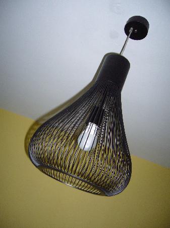 Oscar Hotel : antic lamp