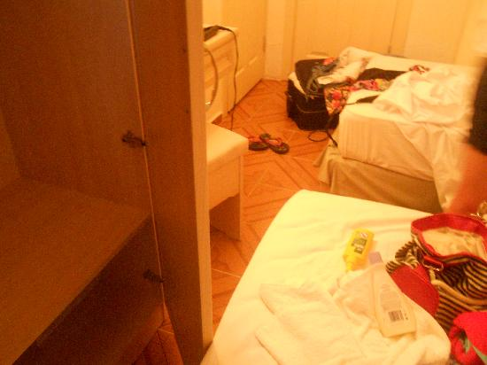George & Dragon Beach Hotel: couldn't even open the wardrobe properly