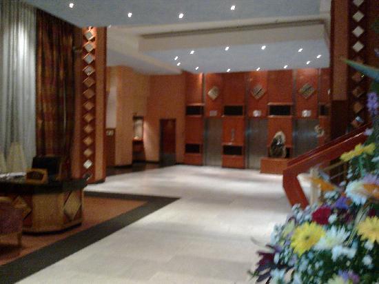 Monomotapa Hotel- Legacy : very spacious lobby