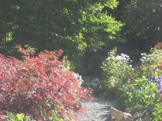 Anselm House: Gardens