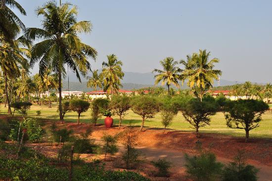 The LaLiT Golf & Spa Resort Goa: hotel exterior