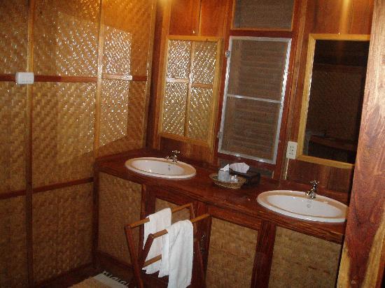 Kingfisher Ecolodge: Salle de bain bambou