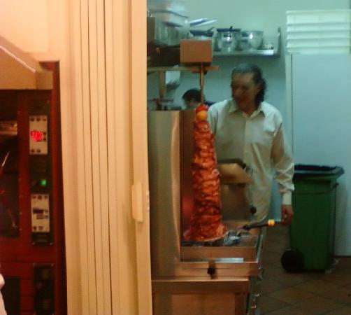 Mounir - Pizzeria & Kebab: Mounir e il suo kebap